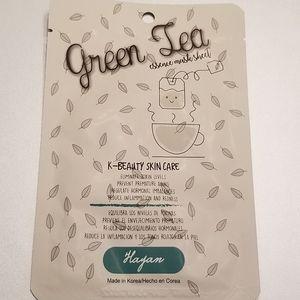 Cala & Hayan Makeup - 🆕️ Lot of 8 Face Mask Sheets - FREE Cosmetic Bag